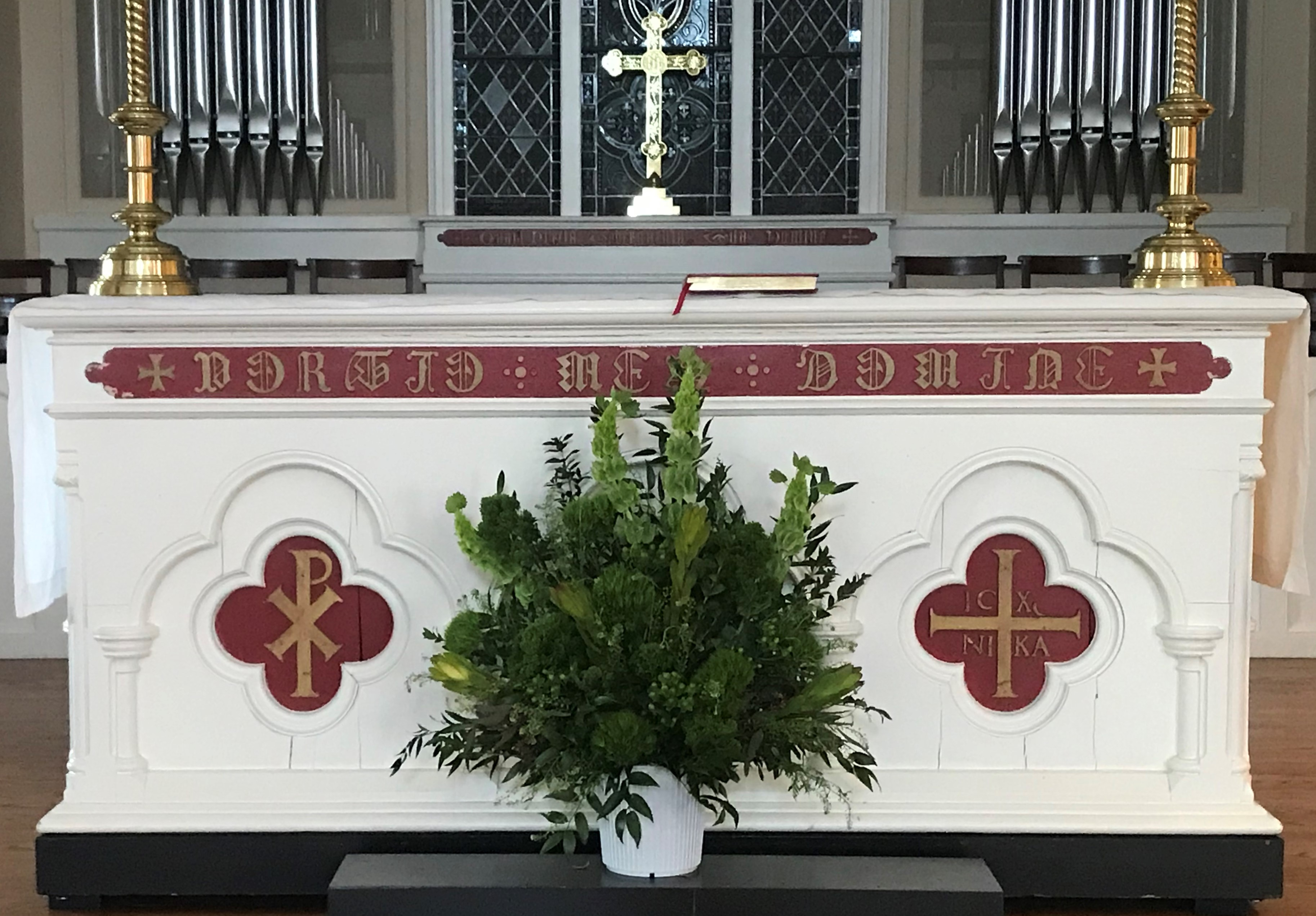 lent-altar-flowers_391